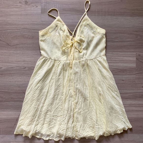 Forever 21 Dresses & Skirts - Light Yellow Flowy Dress
